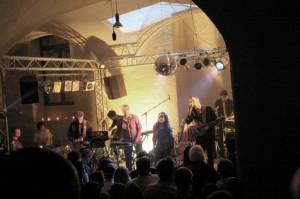 2005 - Erster DEG Auftritt im Zerwirk-Gewölbe mit Isis Ertongur (Gesang)